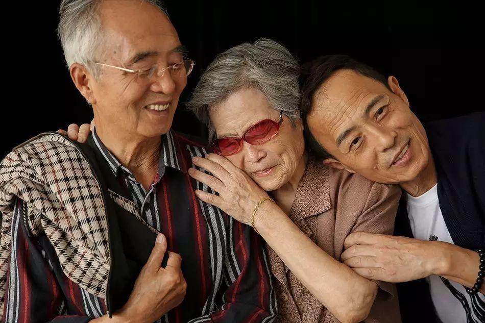 看了这家人的故事,你会明白为什么他们笑起来时眼睛里有光
